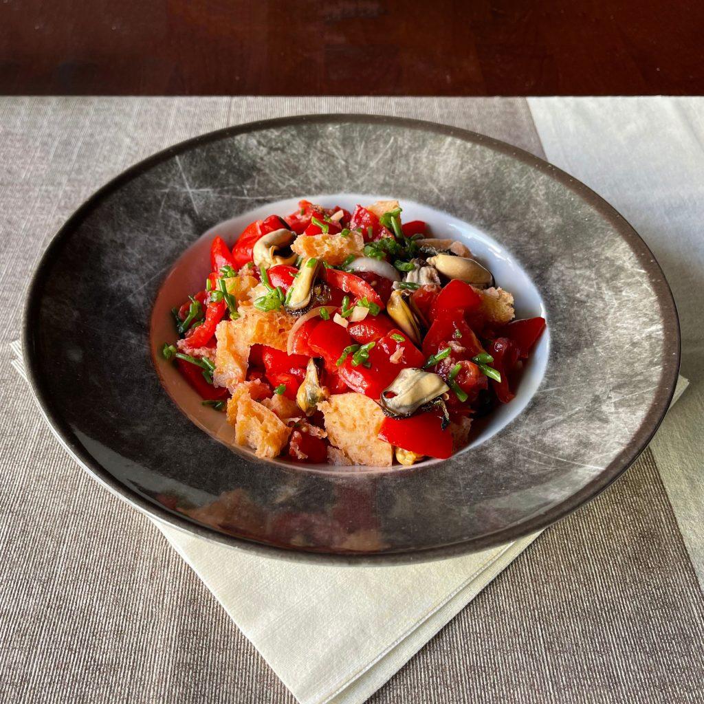 Panzanella con cozze e salicornia
